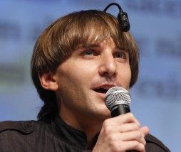 Neil Harbisson utilizando un eyeborg